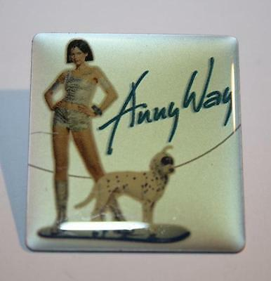 Anny Way Frau Mit Hund Pin / Anstecker Famous For High Quality Raw Materials, Full Range Of Specifications And Sizes, And Great Variety Of Designs And Colors