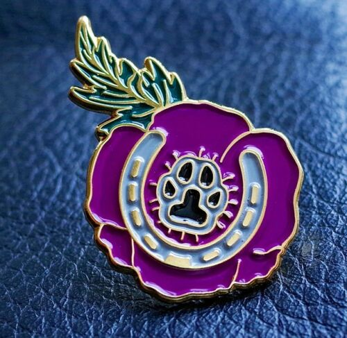GREAT PURPLE POPPY PIN BADGE ANIMALS IN WAR DOGS PAW HORSESHOE LEST WE FORGET