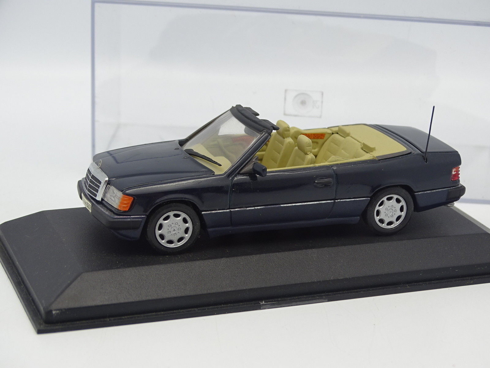 Minichamps 1 43 - Mercedes 300 300 300 CE 24 Cabriolet bluee 7f0f29