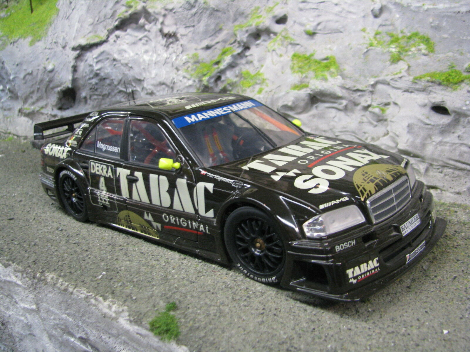 UT Models Mercedes-Benz C-Class DTM 1995 1 18  4 Jan Magnussen (DEN) (MBC)