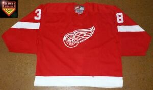 Detroit-Red-Wings-98-99-No-38-Norm-Maracle-red-away-preseason-exhibition