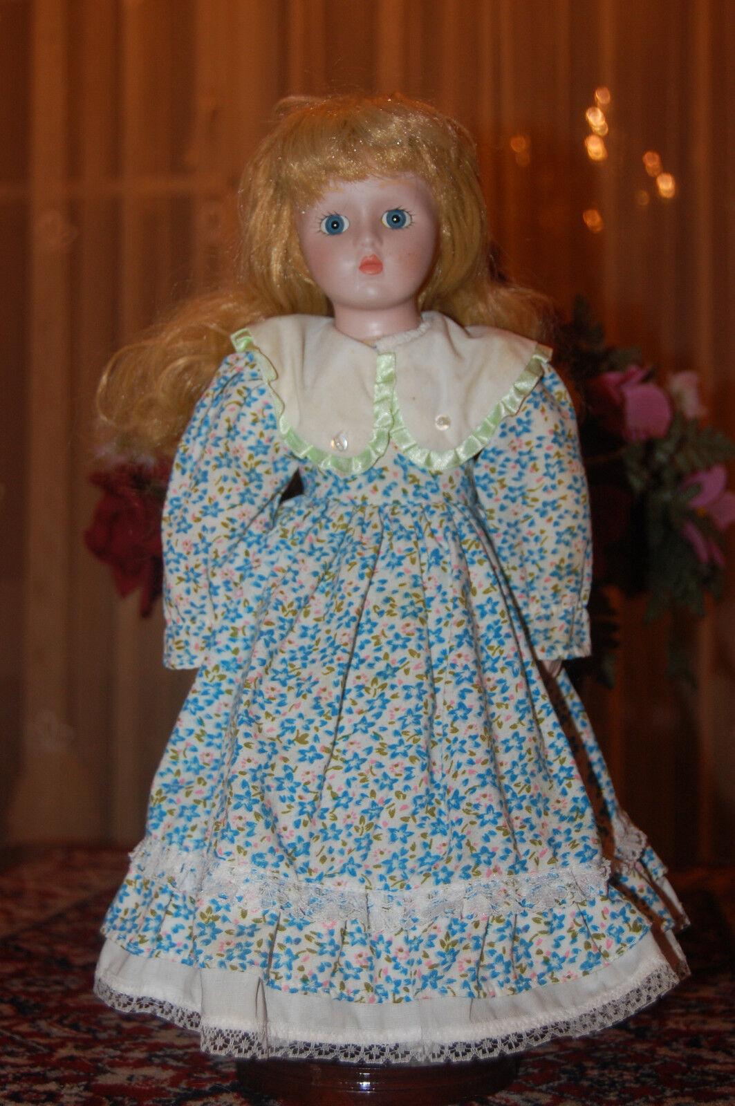 Vintage Muñeca De Porcelana vestido floral con 2 perlas de imitación y calcetines de algodón 38 Cm