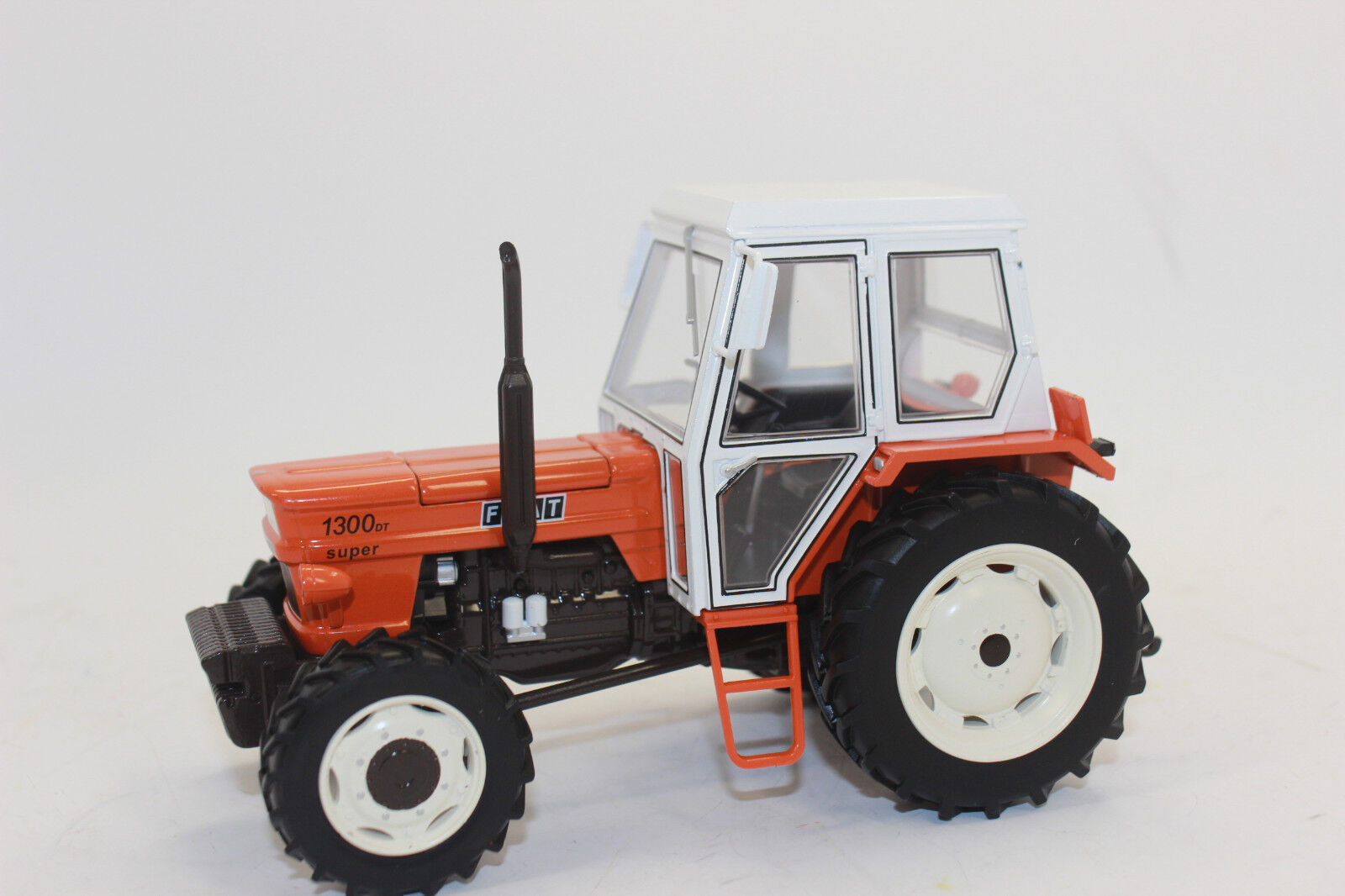 Replica Gri 039 Fiat 1300DT 4WD Tractor 1 3 2 New Boxed