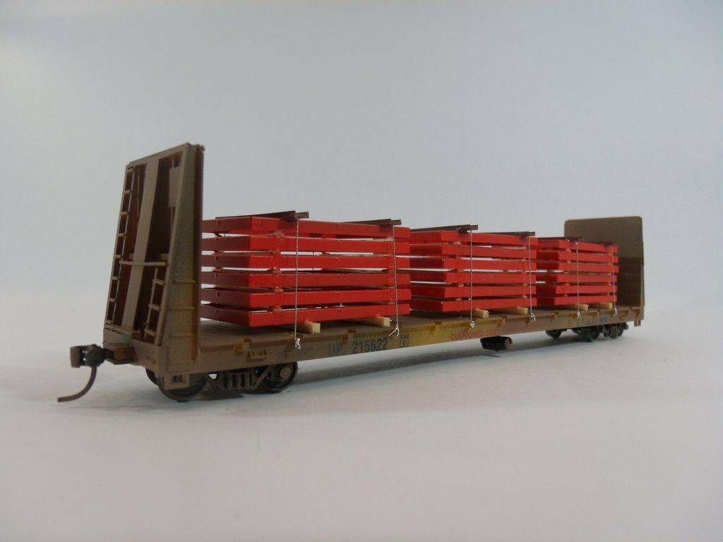 HO Scale Model Railroads - Freight Cars - Bulkhead Flat Car