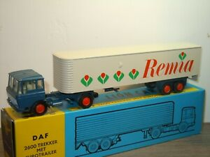 Daf-2600-Trekker-met-Eurotrailer-Remia-Lion-Car-36-Holland-1-50-in-Box-36623