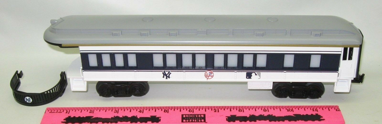 New Lionel New York Yankees Observation Car Major League Baseball