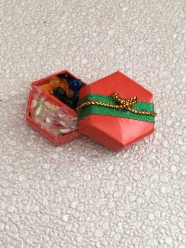 1//12th Casa De Muñecas Navidad Caja Con Dulces Nuevo
