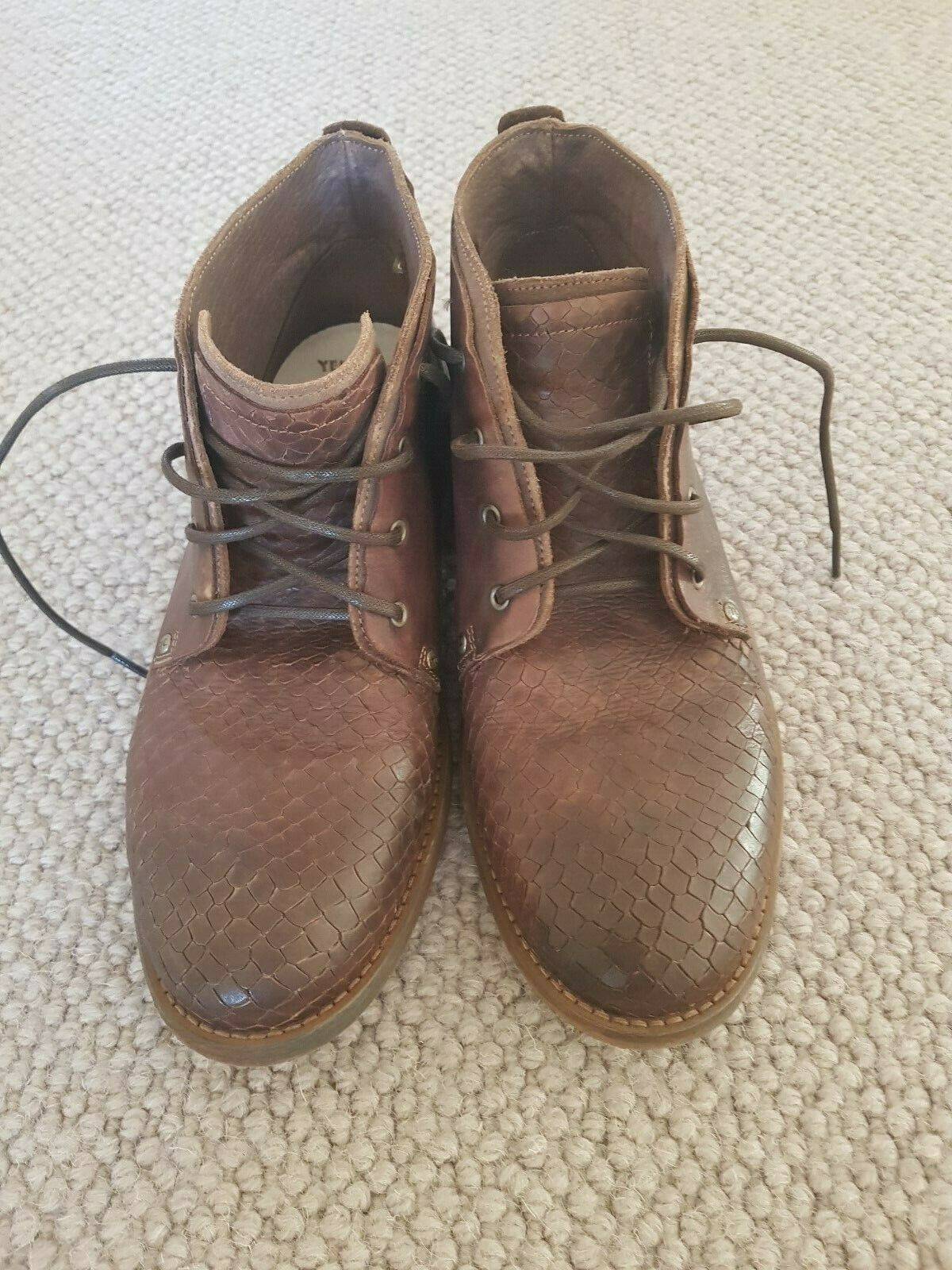 MEN'S BOOTS BY YELLOW CAB SIZE 7