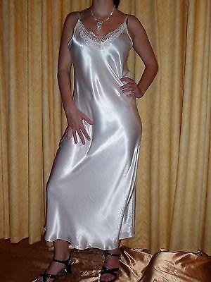 c6d5ddff5d2fd7 Luxuriöses langes Satin Negligee / Nachtkleid Weiß 42 44 46 Spitze  Nachtwäsche   eBay