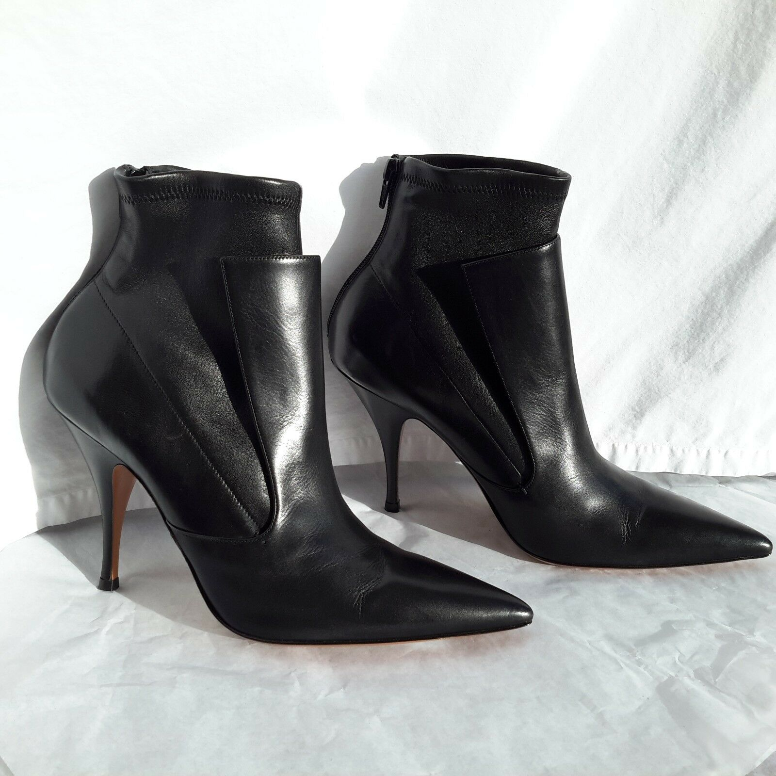 NWT Givenchy Black Leather Medium Heel Height Booties Size 40EU(10US) Orig.1095