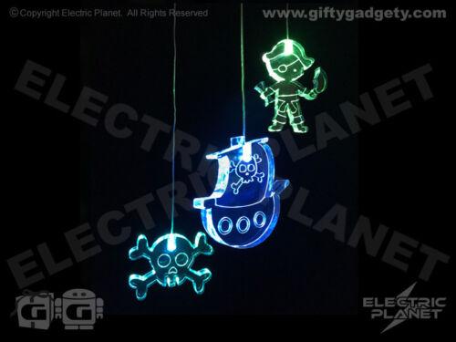 Pirate Themed DEL Couleur Changeante mobile lumière avec Ship /& Crâne et os croisés