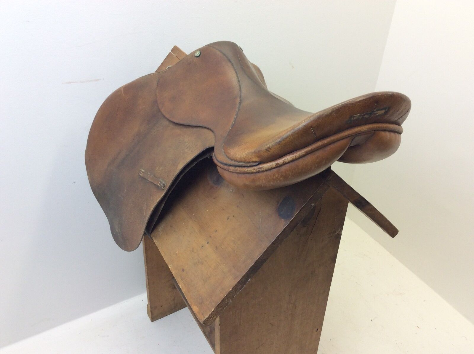 Used Leather Torino Equestrian Horse Riding Crosby Limited 1351 English Saddle