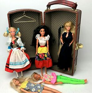 Vintage-Barbie-Leather-Carrying-Storage-Case-Closet-w-Hangers-1960s-90s-Dolls