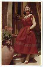 Photo couleur Agfa vers 1960 femme provençale robe bouts / souleiado Arles