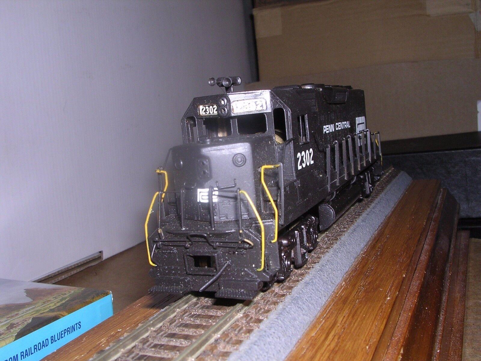 BRASS HALLMARK MODELS Penn Central EMD GP-35 Low Hood Diesel Loco Ptd.1 87