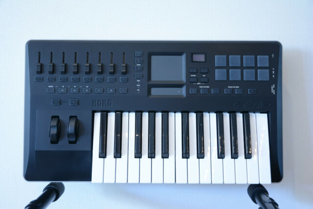 Korg taktile-25 25-key Keyboard Controller with X-Y Touch Pad w/ box