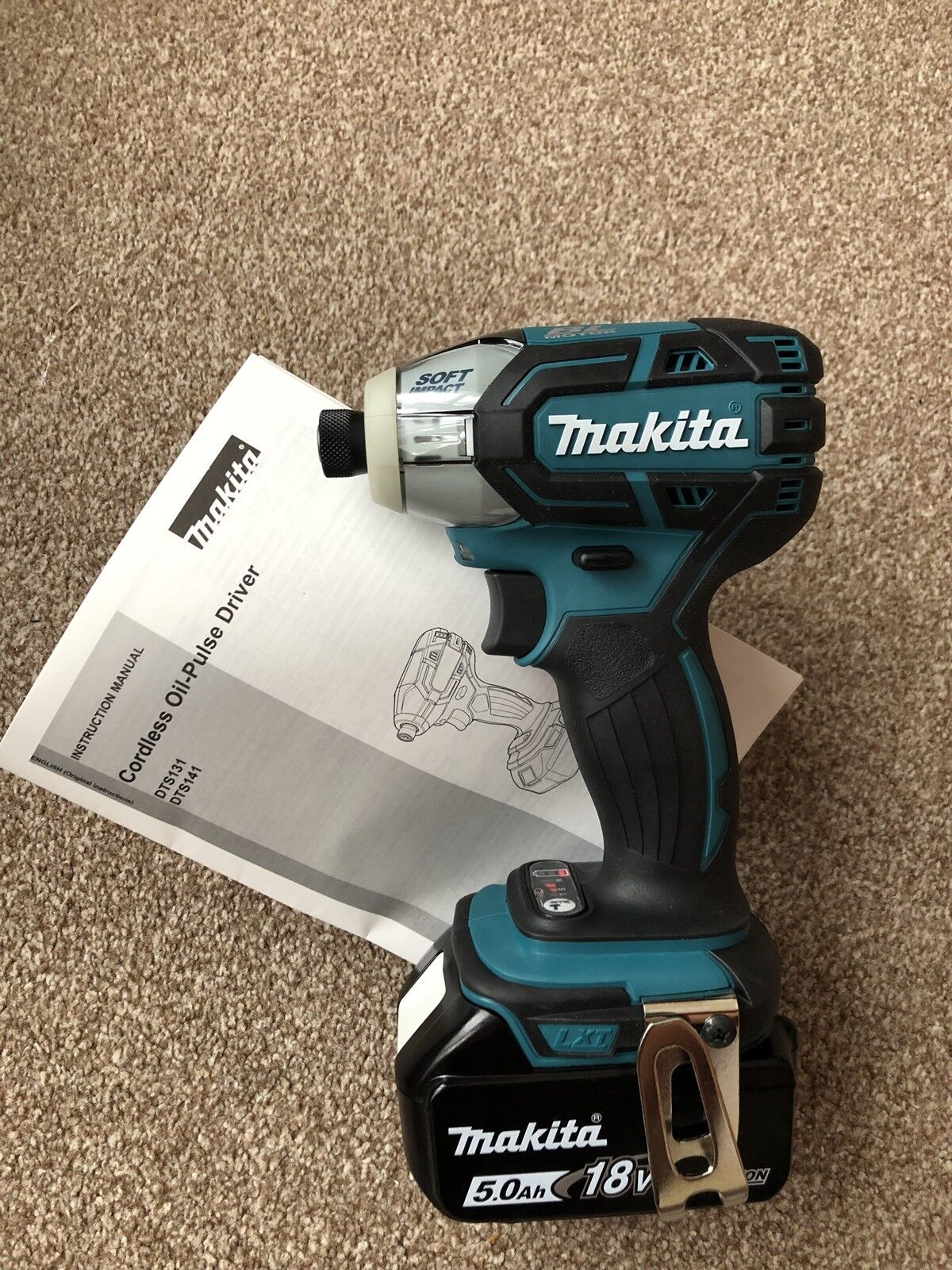 Makita 18 V Oil-Pulse Impact Driver DTS141Z+Makita Battery BL1850B(5ah)