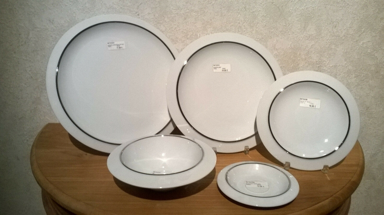 ALESSI NEW FILETTO Set 3 assiettes + 1 bol + 1 soucoupe Plates bowl