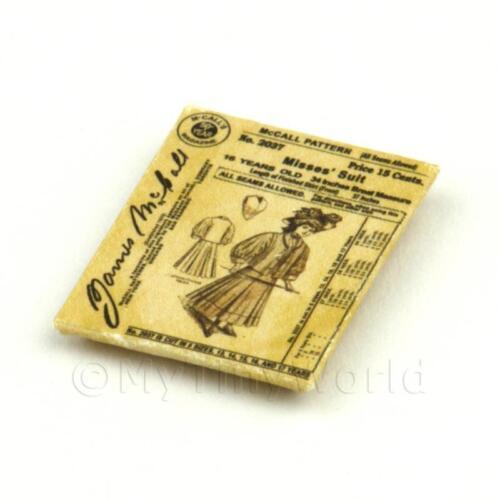 Maison de Poupées Miniature Victorien Robe Motif Paquet (vdp012)