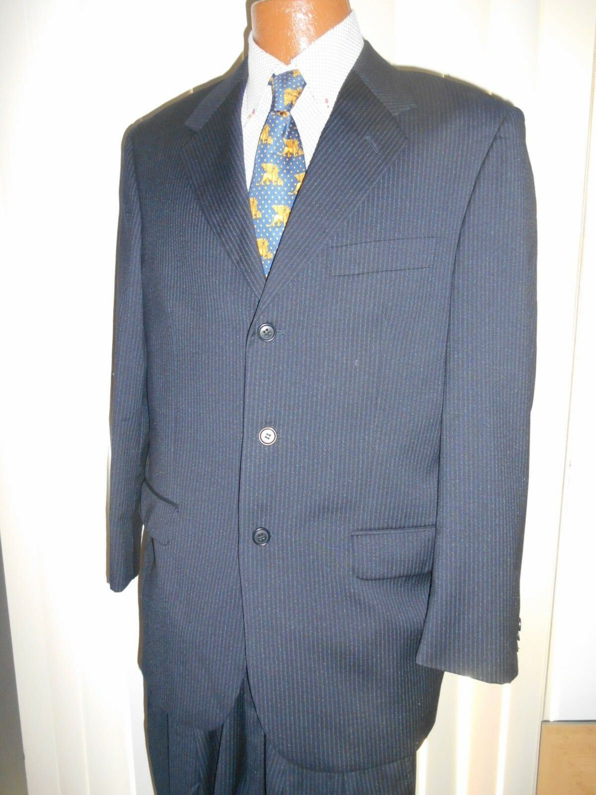 LORO PIANA PINSTRIPE SUIT SIZE 40 R IN EXCELLENT CONDITION..   FROM ITALY.