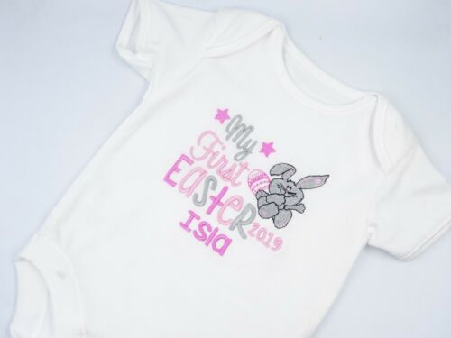 Personalised Embroidered GIRL/'S 1st FIRST EASTER baby clothing bib vest gift