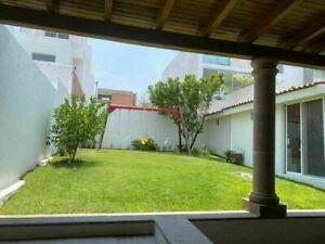 Preciosa Casa en Cumbres del Cimatario, Doble Altura, 3 Recamaras, Gran Jardín..