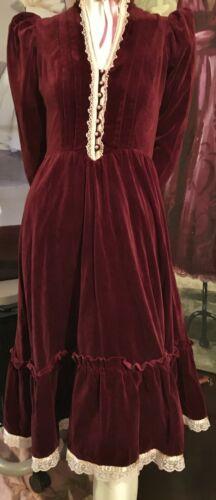 👒 Vintage Gunne Sax burgundy Wine Velvet Formal … - image 1
