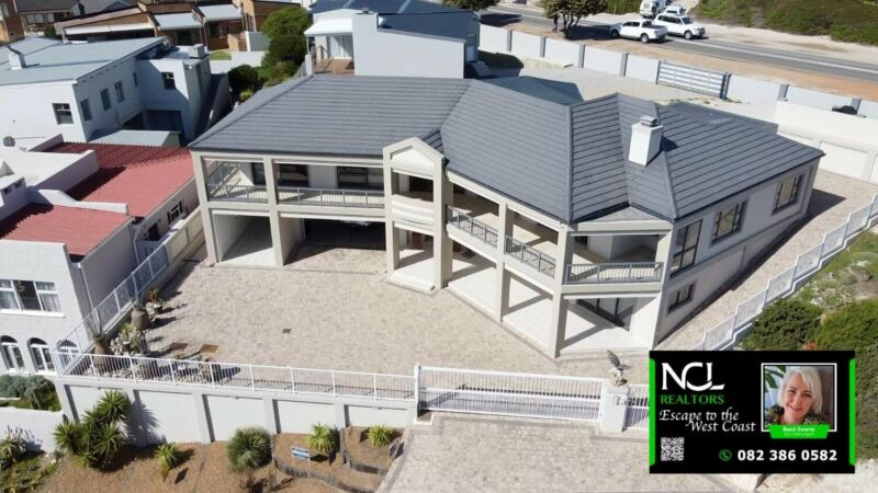 5 Bedroom house for sale near main beach in Yzerfontein