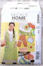 5903 SEWING PATTERN~UNCUT~MISSES APRON~4 SZs&TWO HANDED MITT&SHAPED POT HOLDER+