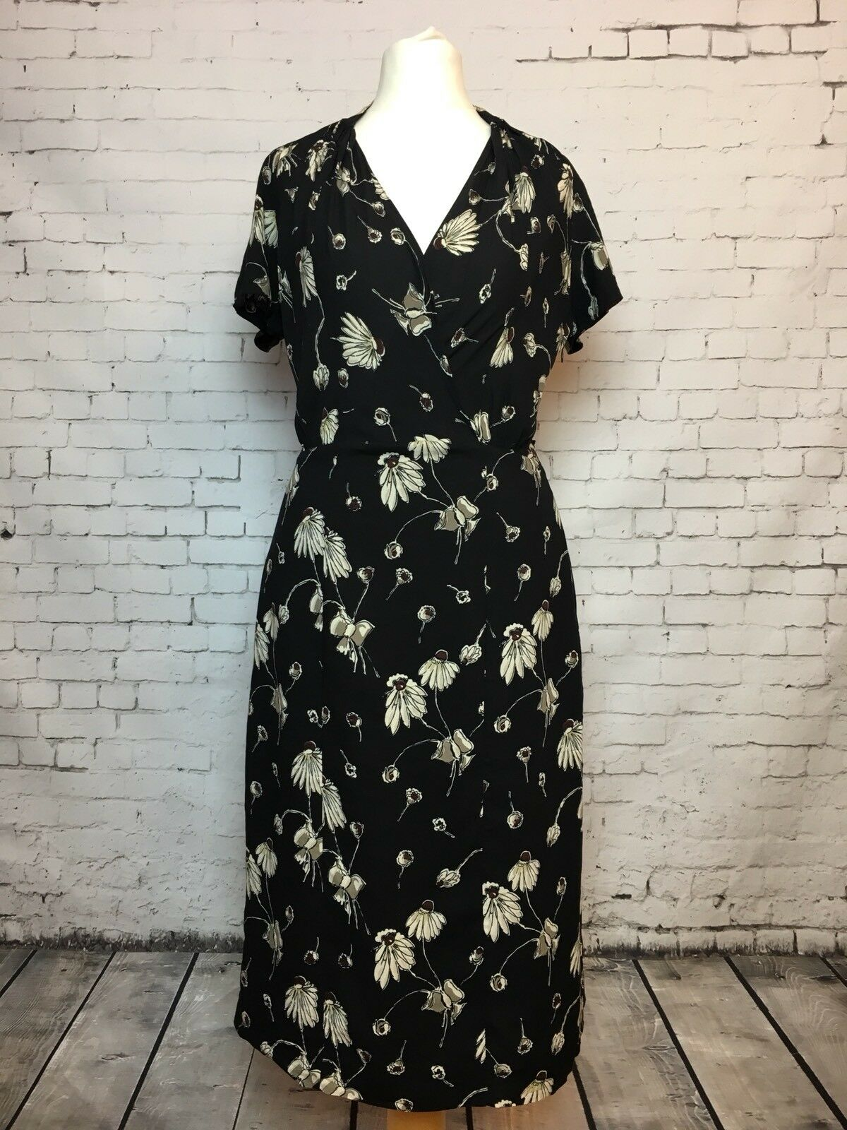 Women's Puzzle Noir Daisy Print Tie Waist Thé Thé Thé à Manches Courtes Robe-Taille 8 15eeeb