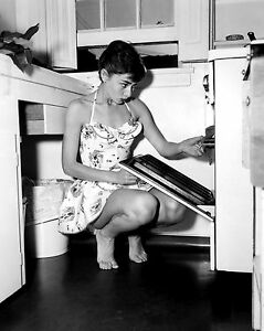 AUDREY-HEPBURN-PHOTO-cute-using-oven-kitchen-photograph