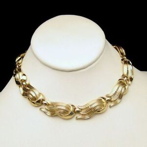 TRIFARI-Vintage-Chunky-Necklace-Large-Open-Goldtone-Swirls-Links-Pretty