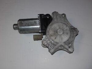 VW-Fox-5Z-BJ2008-Motor-Fensterheber-vorn-links-Bosch-0130821412