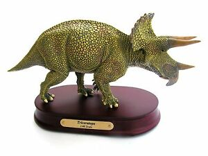 Fossil-Dinosaur-Detailed-scale-desk-top-model-Triceratops