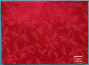 Lenox Holiday Holly Damask Red Cloth Placemats NEW
