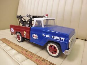 1967-TONKA-ESSO-Auto-Wrecker-Tow-Truck-Pressed-Steel-Toy