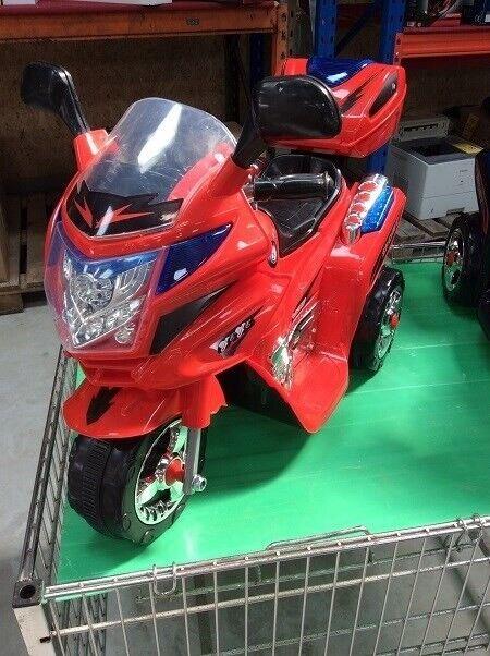 El scooter i rød med lys og lyd