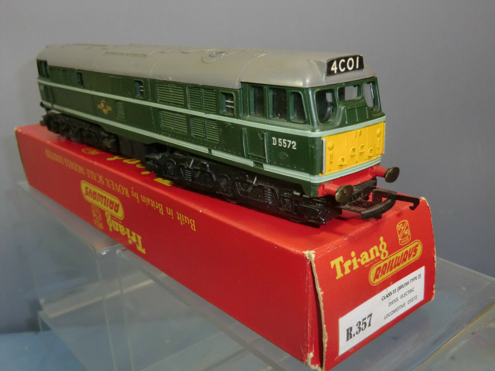 TRI-ANG  RAILWAY'S R.357 BR CLASS 31  D5572 DIESEL LOCO   FIRST VERSION   MIB