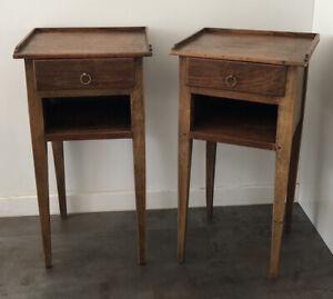 2 Élégantes Tables de chevets anciennes en bois avec tiroir. Bout De Canapé