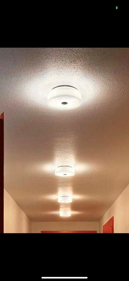 Anden loftslampe, Flos button