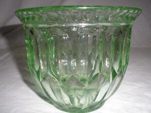 RETRO-VINTAGE-URANIUM-GREEN-GLASS-STOUT-FLOWER-VASE-ART-DECO-STYLE