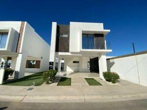 Casa en Venta con Vestibulo doble Altura con terreno Excedente Mexicali