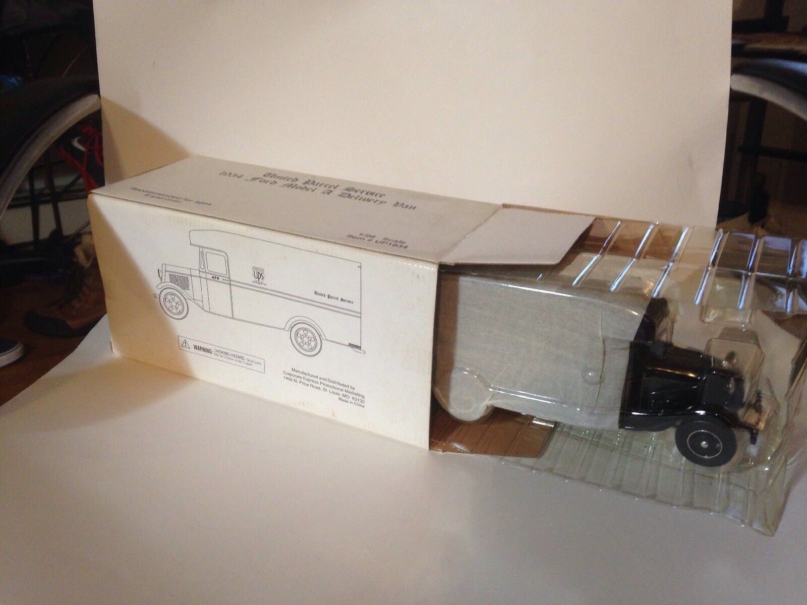 1/28 SCALE 1934 FORD MODEL A DELIVERY VAN UNITED PARCEL SERVICE UPS DELIVERY