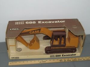 Vintage-Case-688-Excavator-1-16-Scale-New-In-Box-NIB-Ertl-1980-039-s-Die-Cast-Metal