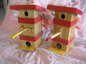 Couple De Maisons En Bois Pour Oiseaux Avec Couvercle Céréales Variées