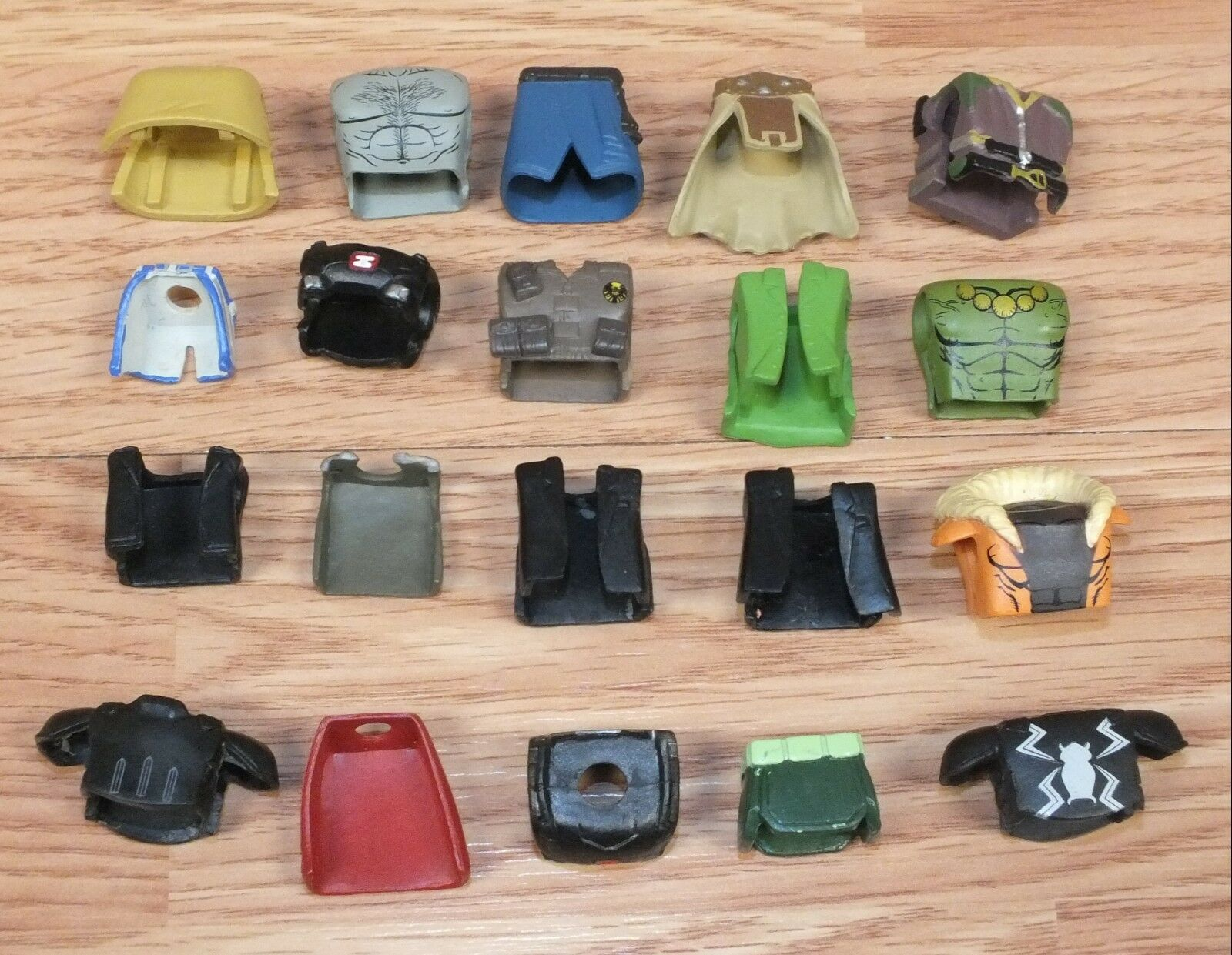 Lot of 20 Multi Character Themed Clothing Pieces for Minimates   Mini Figures