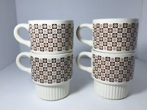Set-of-4-Daisy-Checkerboard-Stackable-Vintage-Coffee-Mugs-Made-In-USA