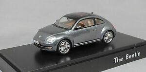 Schuco-Volkswagen-Beetle-in-Platinum-Grey-Metallic-Dealer-Edition-5C1099300D7X