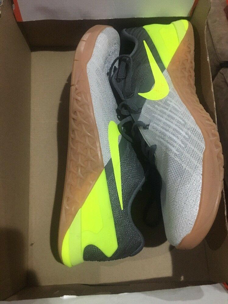 NIB Nike Men's Metcon 3 Sz  11.5 Grey Volt (852928 004)