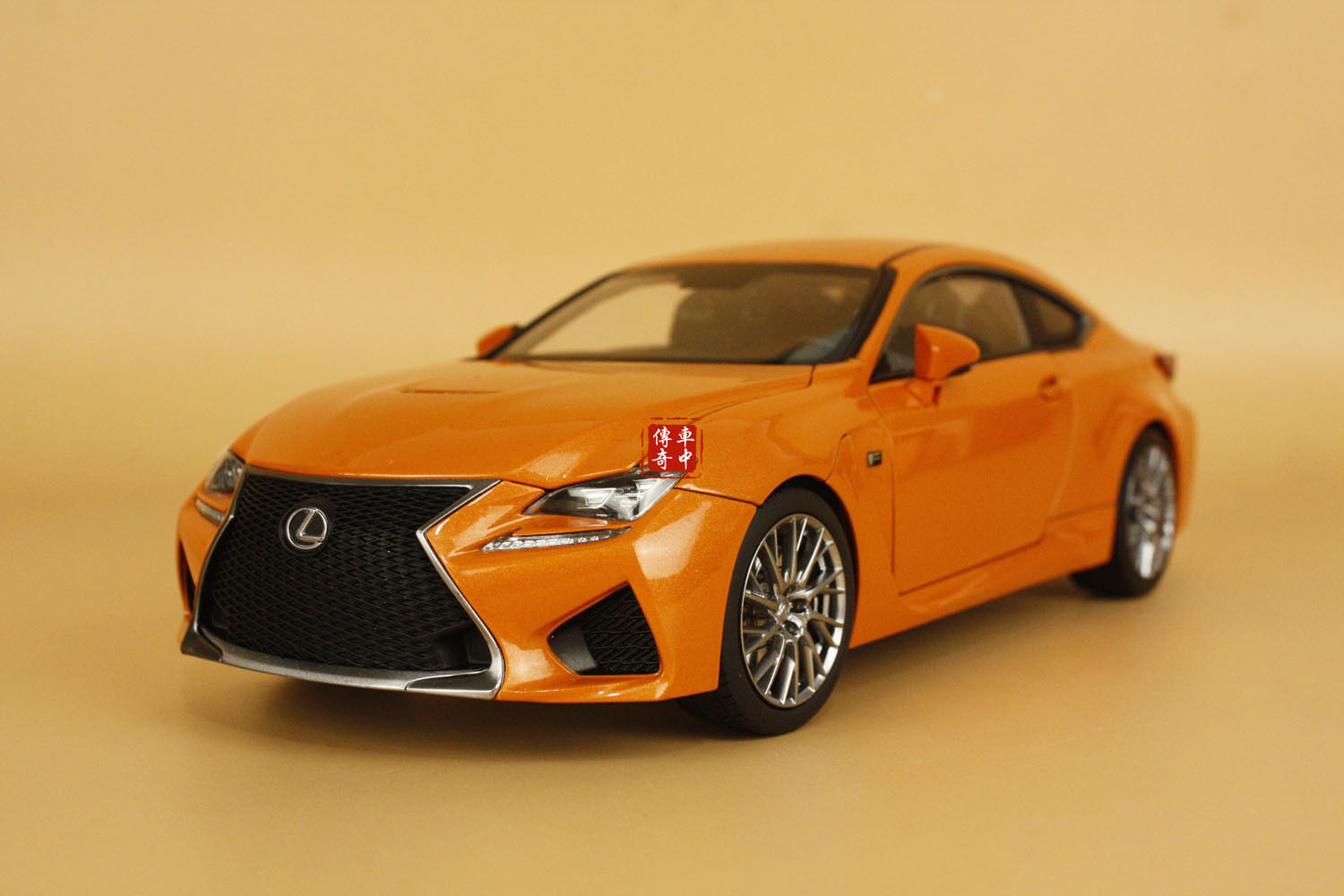 1 18 Lexus RCF Orange + eau